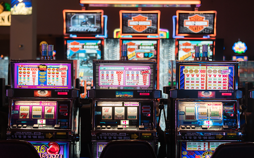 Traditional or Online Slot Games: Go for your choice today!